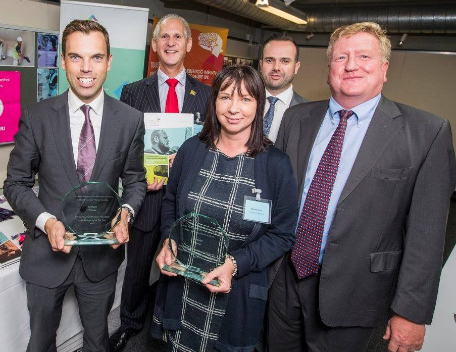 Social Business Wales 2017. Cabinet Secretary Ken Skates and Creating Enterprise winners Andrew Bowden, Sharon Jones, Adrian Johnson and Jim Illidge.